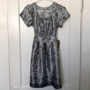 Dresses & Skirts - Grey and White Pattern Dress NWT